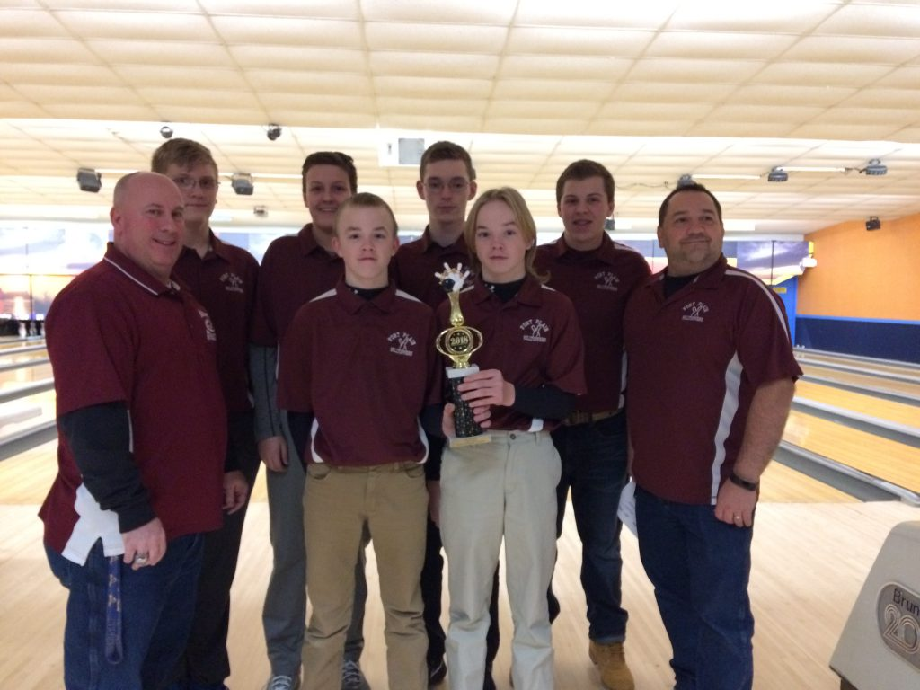 Boys bowling team with trophy